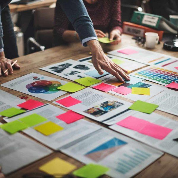 estratègia de màrqueting, branding, disseny gràfic